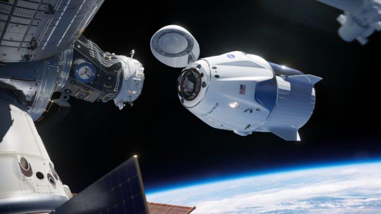 La primera Crew Dragon de SpaceX llegó a la estación espacial internacional.