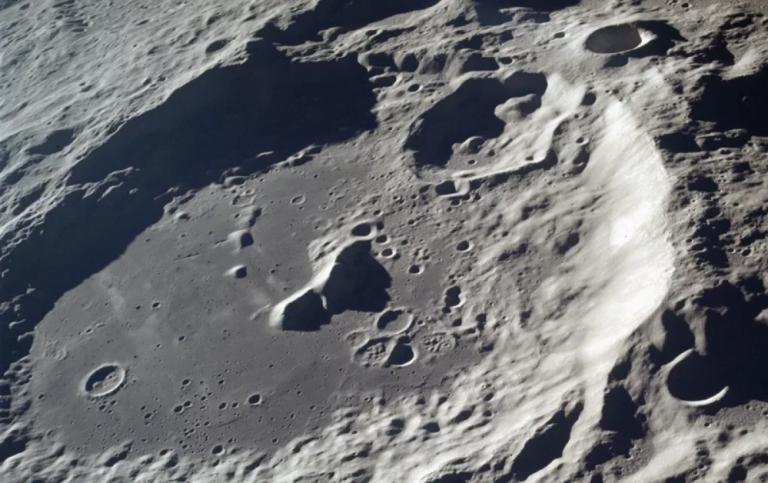 Cómo es la cuenca Aitken, en el Polo Sur de la Luna.