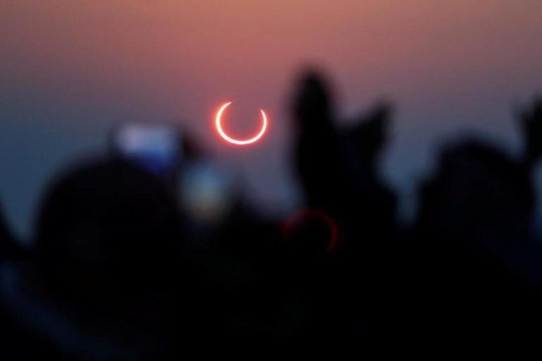 El último eclipse solar de 2019 [IMÁGENES].