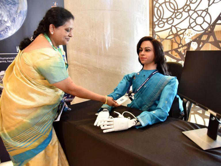 Vyommitra, la robot de India que viajará al espacio.