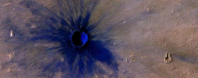 La cámara HiRISE, descubrió un impacto reciente en la superficie de Marte.