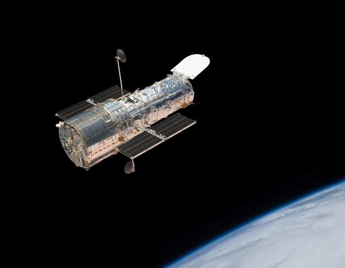El Hubble detecto un agujero negro mediano.