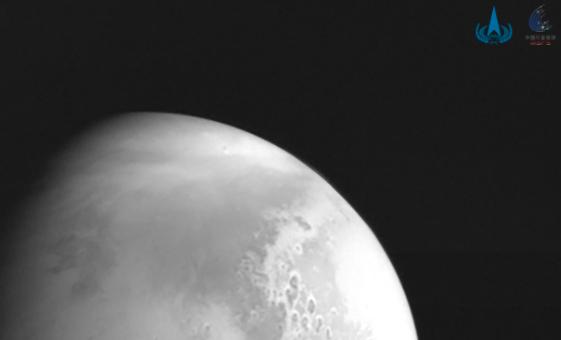 La primera foto de Marte tomada por la sonda Tianwen-1.